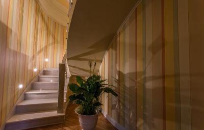 decorazione con fasce verticali colorate