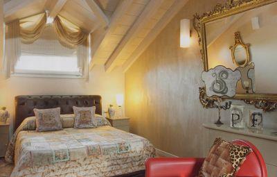 Tinteggiature e rivestimenti per interni;  pitture decorative; decorazioni muri